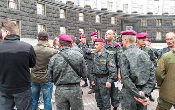 Нацгвардия требует от Порошенко закрыть границу с Россией и ввести ЧП