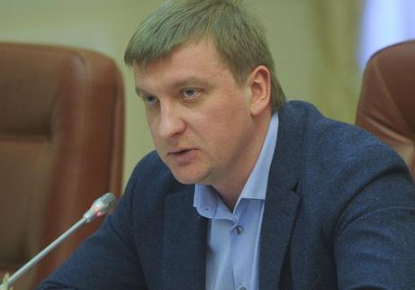 Министр юстиции Петренко покупает черную икру за 7500 грн?
