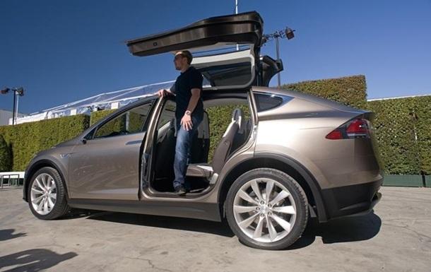 Tesla назвала дату выпуска полностью электрического кроссовера Model X