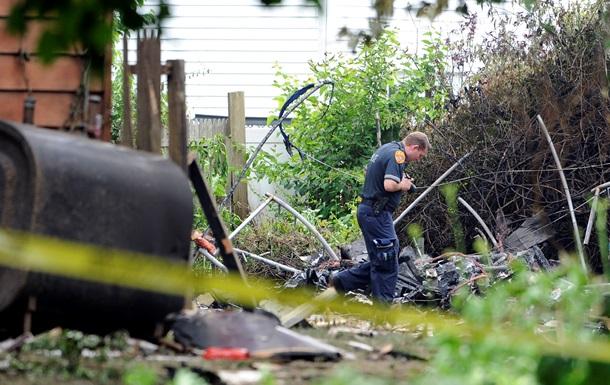 В США между домами упал легкомоторный самолет: пилот погиб
