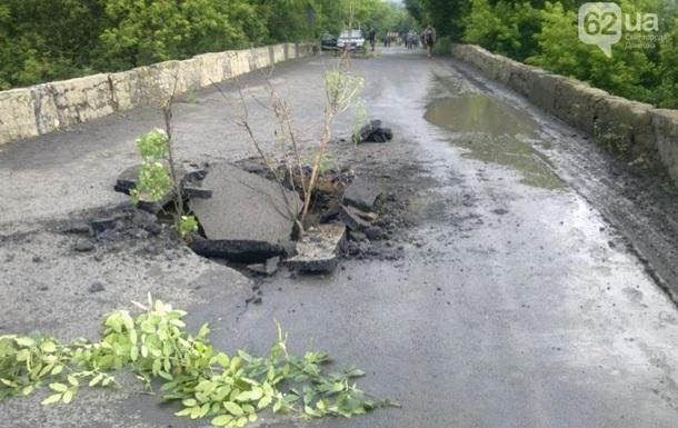 В Донецкой области взорвали автомобильный мост