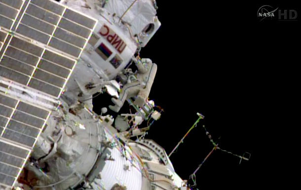 Российские космонавты более семи часов провели в открытом космосе