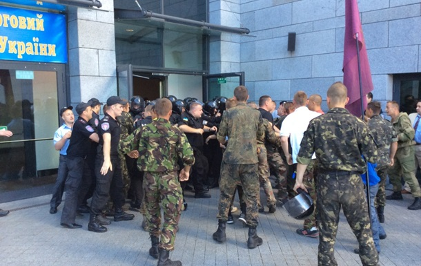 В Киеве произошла драка между самообороной и милицией