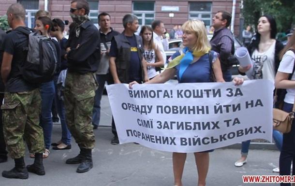 В Житомире разгромили отделения российских банков
