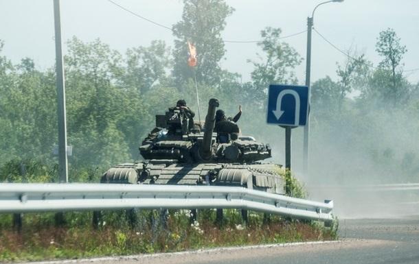 В Донецкую область из Крыма перебросили пять танков и семь БТР- СНБО