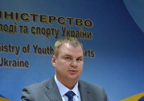 Молодіжні та дитячі організації розгойдують крісло Міністра Булатова
