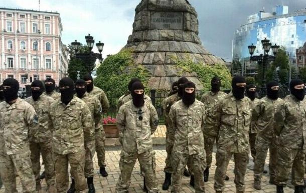 Батальон Азов проводили на войну из Киева