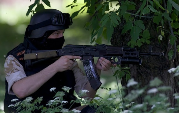 В Донецке идет штурм воинской части Нацгвардии