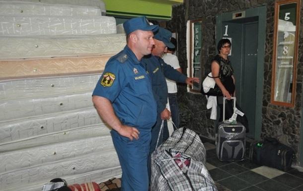 Колонна МЧС России выехала в Ростов-на-Дону с гумпомощью для украинцев