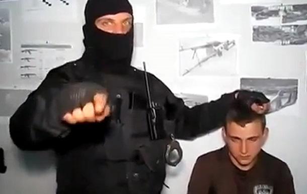 В Сети появилось видео с задержанным на Донбассе 16-летним стримером