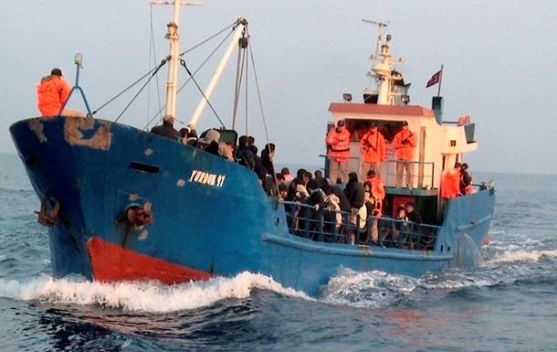 Береговая охрана Италии обнаружила десятки тел на судне с мигрантами