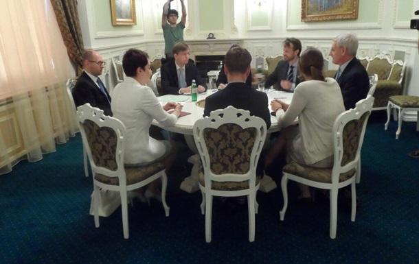 Бильдт сообщил об успешных переговорах с Яценюком