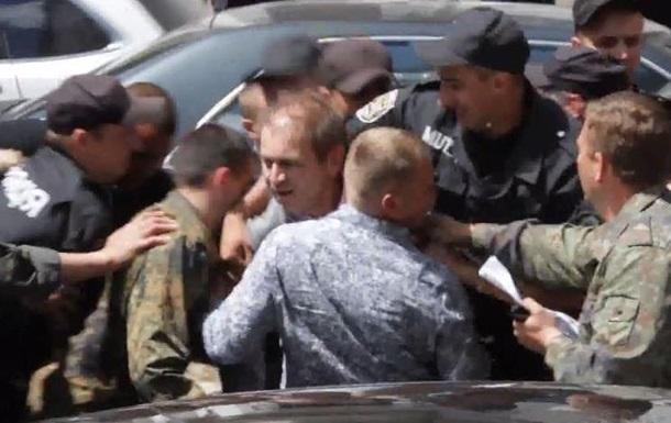 Митингующие под Верховной Радой атаковали нардепа Пашинского