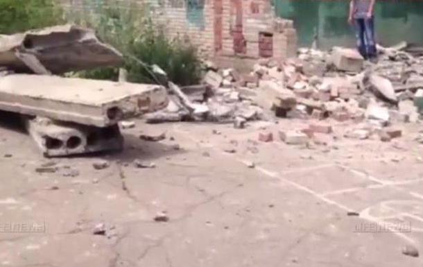 В Луганске снаряд попал в здание школы