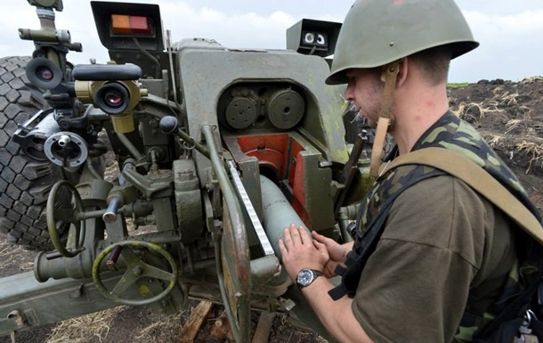 В Луганске снаряды попали в жилые дома
