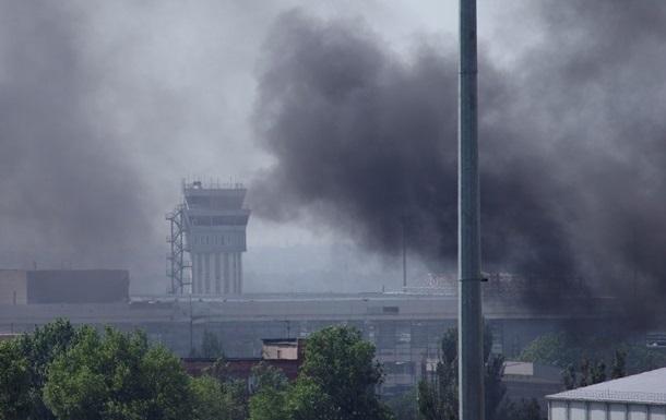 В районе аэропорта Донецка слышны интенсивные перестрелки и взрывы - горсовет