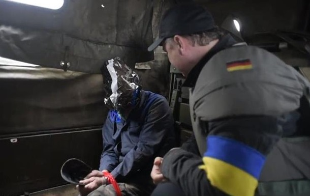 Опубликовано видео, на котором Ляшко допрашивает пленного мужчину