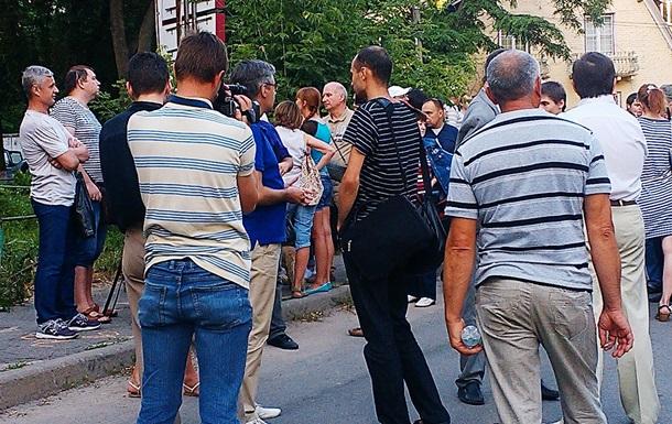 Руйнівники будівництва на Руданського 9-а зустрілись з вкладниками