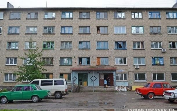 Луганск под обстрелом: в городе отключают свет, бьют по заводам и домам