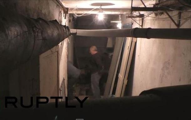Жители Донецка переделывают подвалы в бомбоубежища