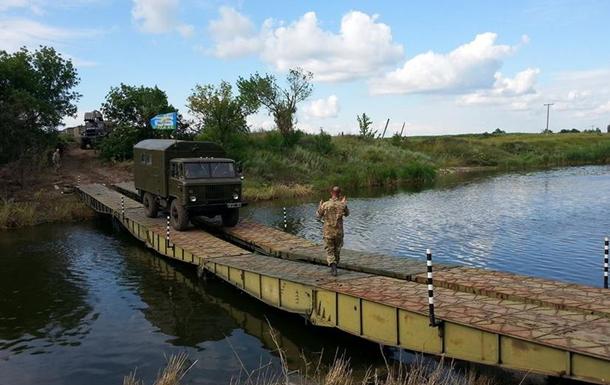 Взорванный мост через реку Казенный Торец заменили временным
