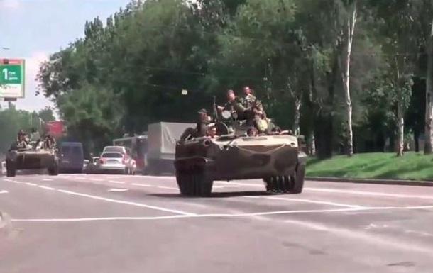 По Донецку проехала колонна военной техники