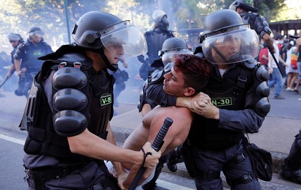 В Аргентине в результате беспорядков погиб человек, еще 70 ранены