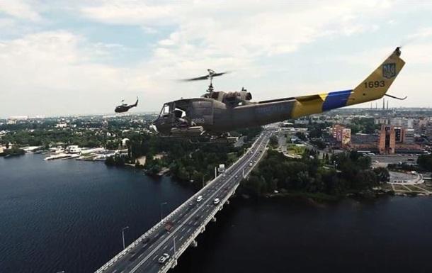 Над Днепропетровском пролетели американские вертолеты с украинской символикой