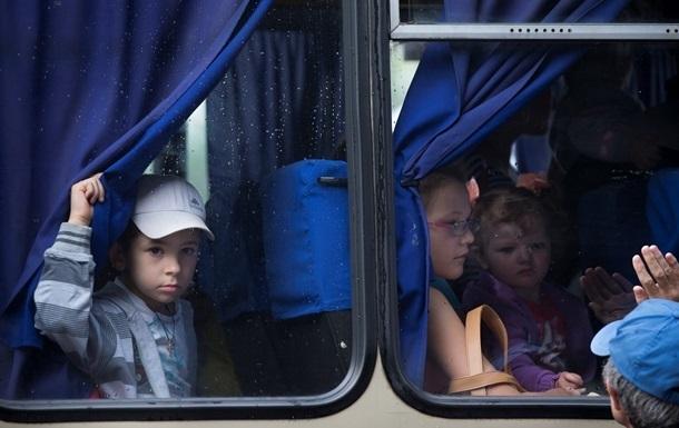 ГосЧС расселит 55 тысяч переселенцев из зоны АТО