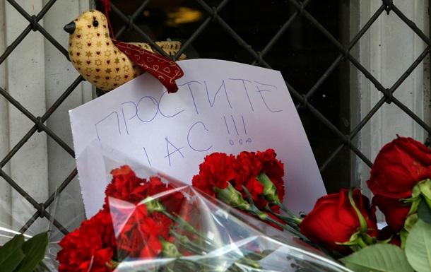 Простите нас. В Москве к посольству Нидерландов несут цветы