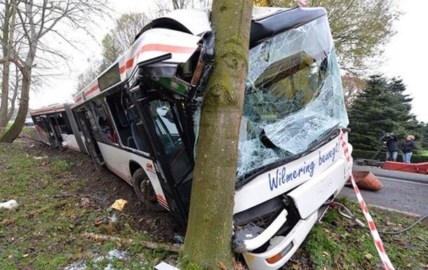 В Германии столкнулись автобусы из Украины и Польши: 9 погибших, 40 пострадавших