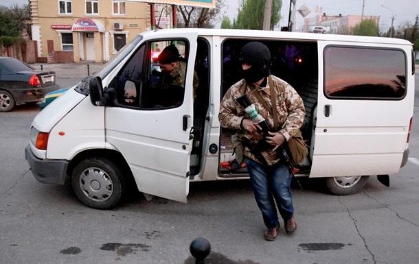 Вооруженные люди в Луганске похитили пять автомобилей МВД