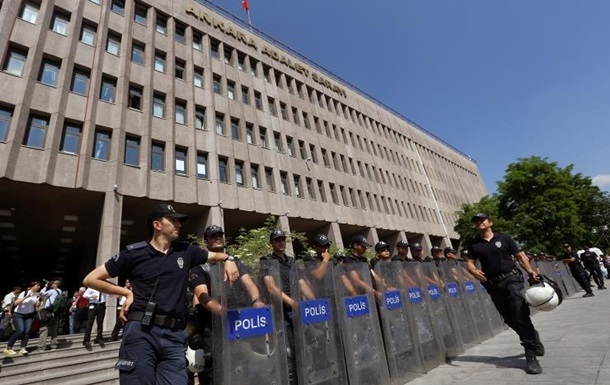 В Турции задержаны 55 полицейских, причастных к прослушиванию телефонов граждан