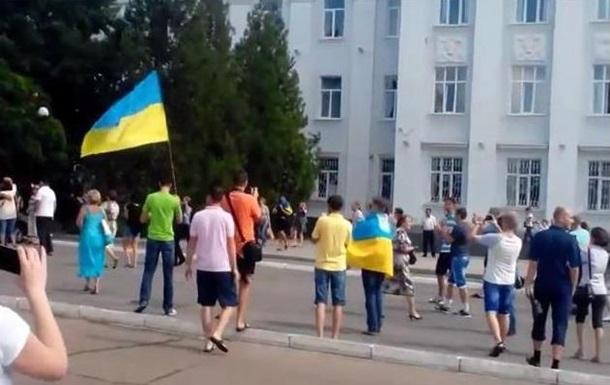 В Северодонецке украинских военных встретили криками  Спасибо!