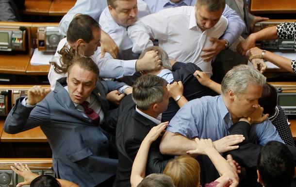 Лидера КПУ Петра Симоненко избили  в Раде