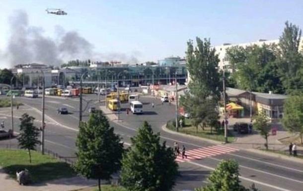 Сепаратисты закрыли подъезды к ж/д вокзалу в Донецке