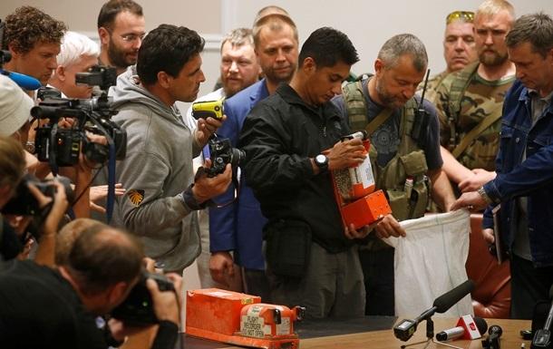 Эксперты: Речевой самописец Боинга-777 находится в хорошем состоянии