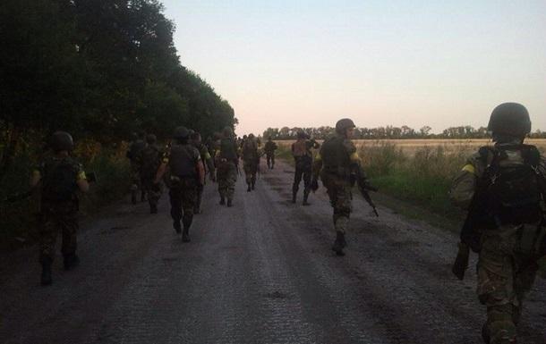 В Песках под Донецком идет бой