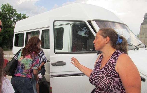 Женщина, вывезшая из Славянска 60 человек:  Людей уговариваю уехать. А когда покидаем этот ад – благодарят
