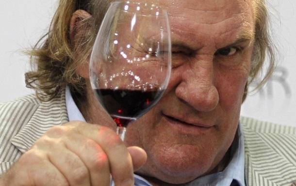 Россия предлагает Жерару Депардье развивать крымское виноделие