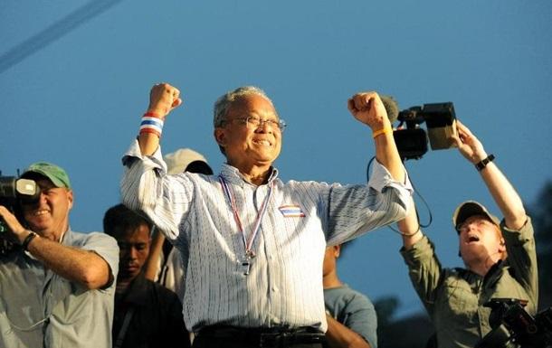Лидер антиправительственного движения Таиланда ушел в монастырь