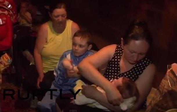 Жители Горловки прячутся от обстрелов в бомбоубежищах и подвалах
