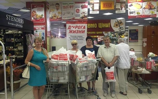 Общественные активисты передали помощь дому престарелых в Луганске, пострадавшему от минометного обстрела
