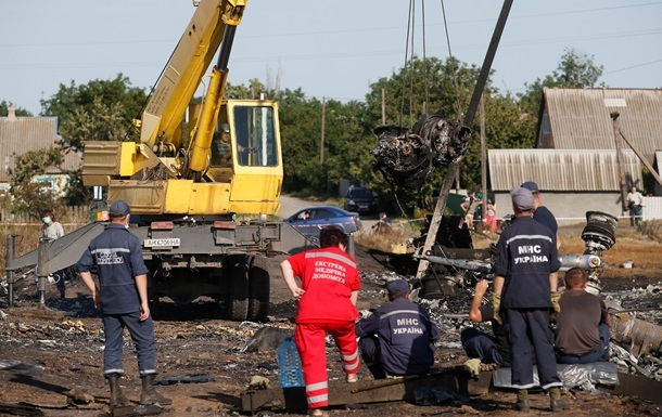 Россия хочет ввести миротворцев в зону падения Боинга