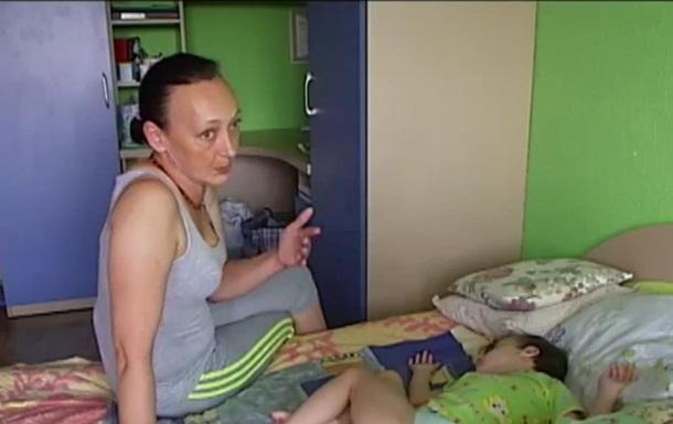 Переселенцы из Луганска:  В Киеве больную дочку ставили на учет со скандалом