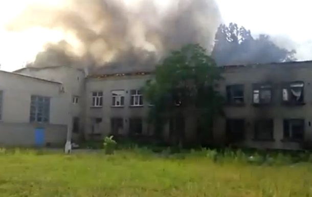В Донецке снарядом частично разрушено здание школы