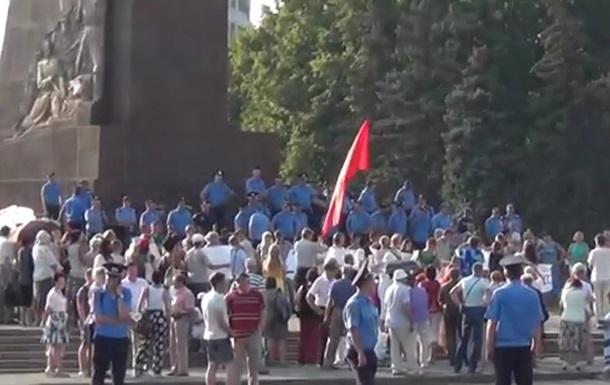 В Харькове на площади Свободы проходит сразу два митинга