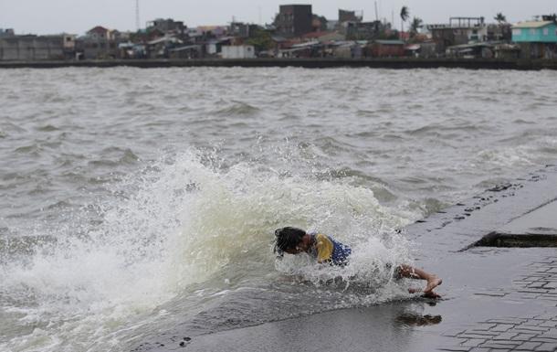 Тайфун в Японии оставил без света 250 тысяч домов