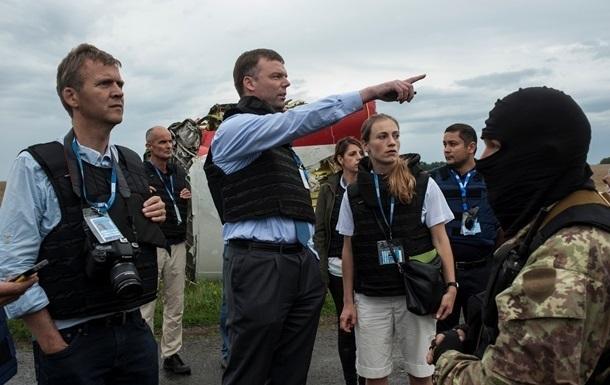 Работа международных экспертов на месте падения Боинга заблокирована