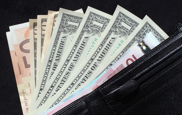 Доллар подорожал к закрытию межбанка